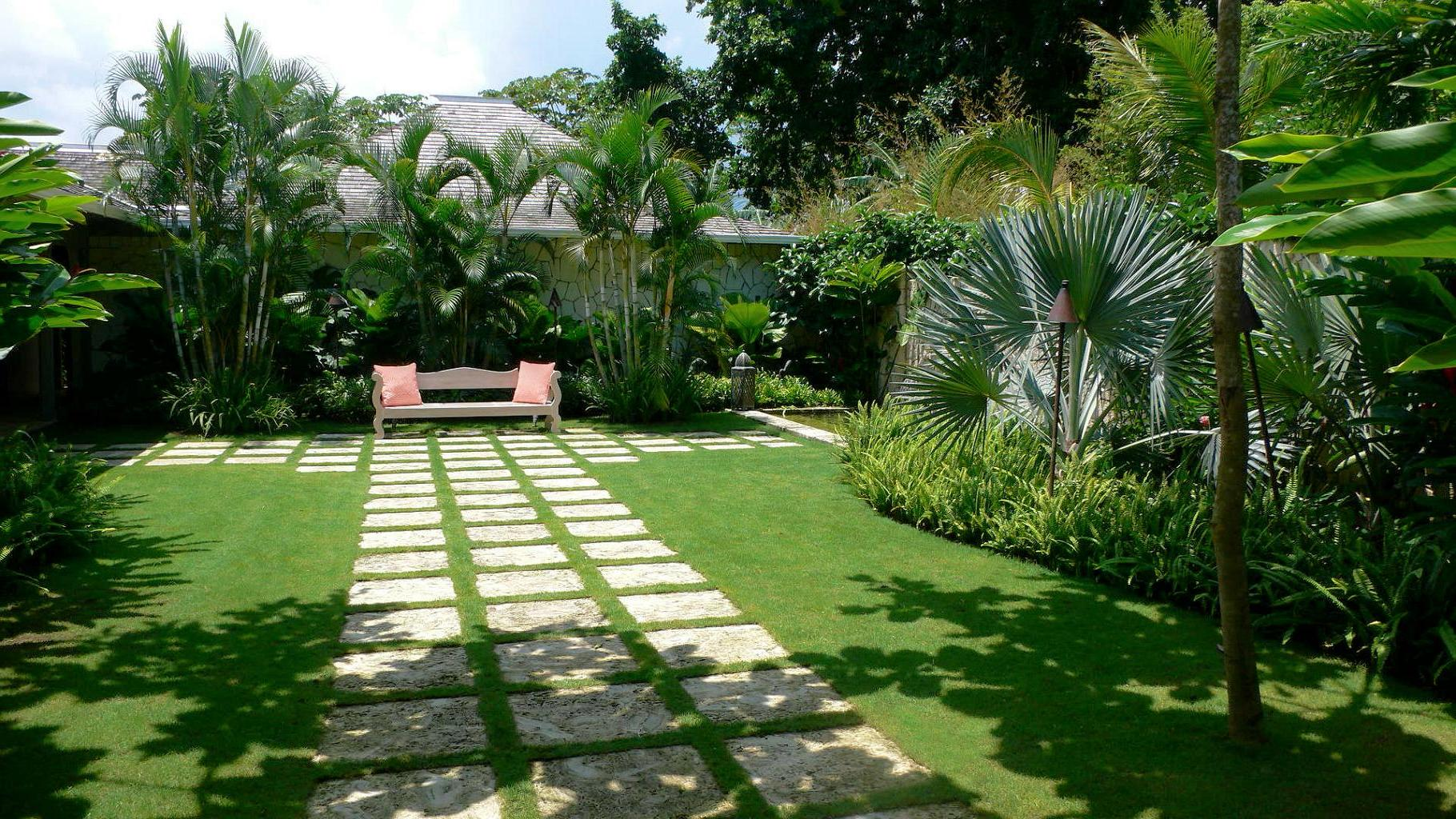 Tropical garden design landscaping in brisbane for Tropical garden designs
